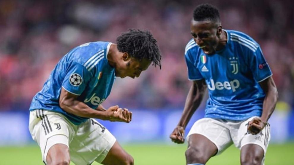 Juan Guillermo Cuadrado y Blaise Matuidi celebran un gol con la...