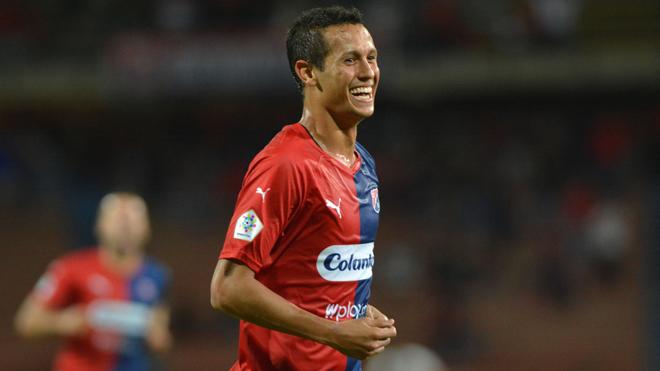 Andrés Ricaurte festeja un gol con el DIM.