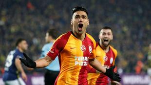 Falcao celebrando uno de sus goles con el Galatasaray.