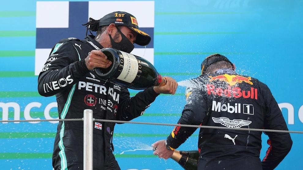 La felicidad de Hamilton tras otro podio.