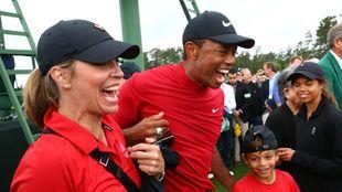 Tiger Woods junto a su familia.