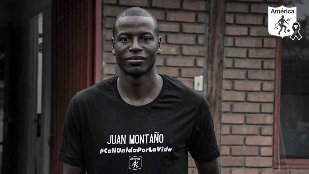 Adrián Ramos y la camiseta con el nombre de uno de los jóvenes...