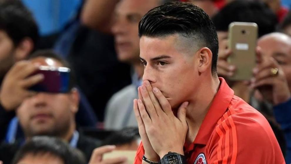 James Rodríguez, en la tribuna, durante uun partido de la Selección...