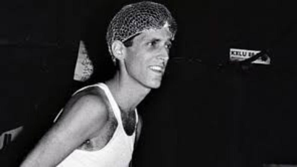 Jack Sherman fue guitarrista de la banda entre 1983 y 1985