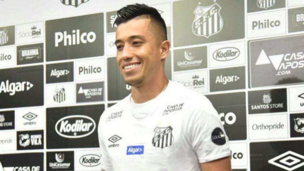 Fernando Uribe durante su presentación con Santos.