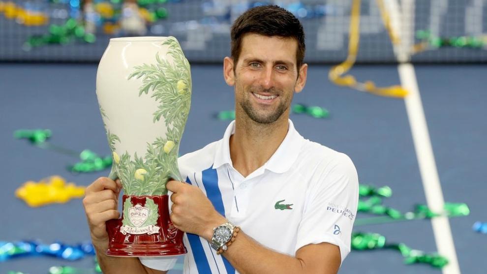 Djokovic, con el trofeo en Cincinnati.