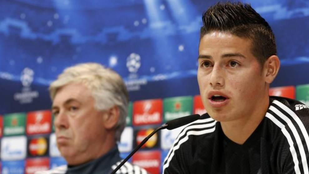 James Rodríguez, en una rueda de prensa junto a Ancelotti en el Real...
