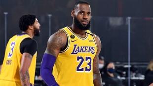 Los Lakers ganan a los Rockets y se ponen a un juego de la final de...