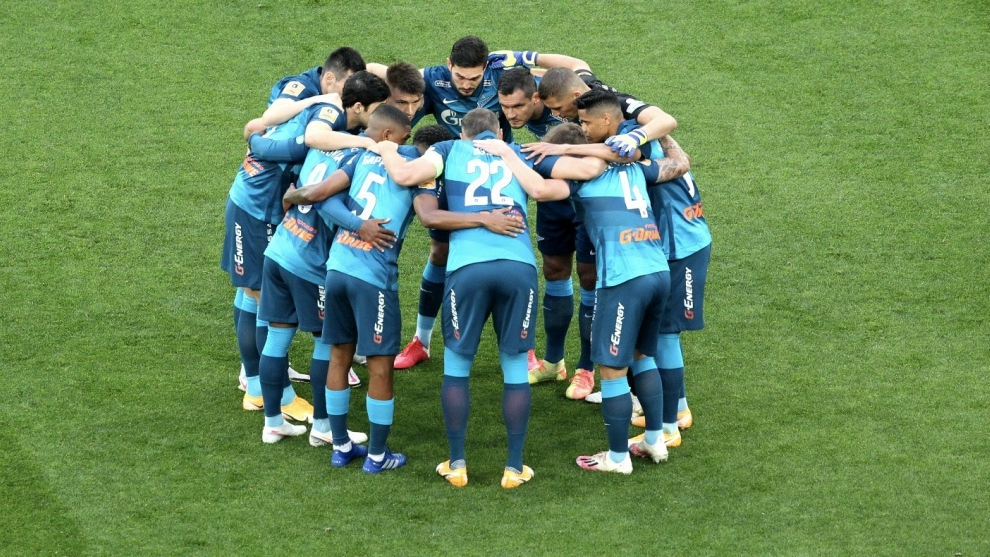 Jugadores del Zenit, durante el partido.