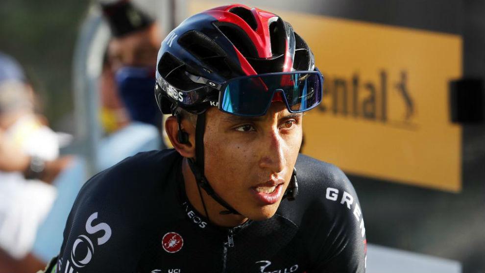 Egan Bernal, durante un momento de la etapa del Tour de Francia con...