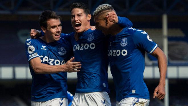 James celebra su primer gol con el Everton en la Premier