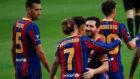 Griezmann y LEo Messi se abrazan en el triunfo contra el Elche.