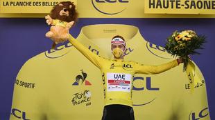 Tadej Pogacar viste de amarillo.