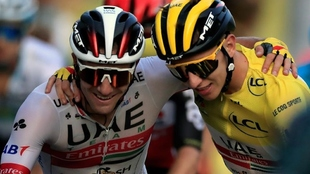 Tour de Francia: Tadej Pogacar celebra con su compañero de equipo