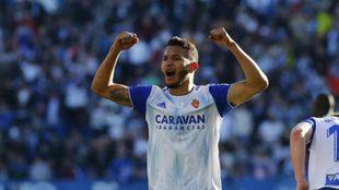 Luis Suárez celebra un gol con el Zaragoza