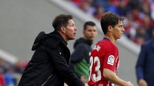 Simeone junto a Solano el día que éste debutó con el Atlético