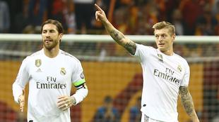 Sergio Ramos junto a Toni Kroos.