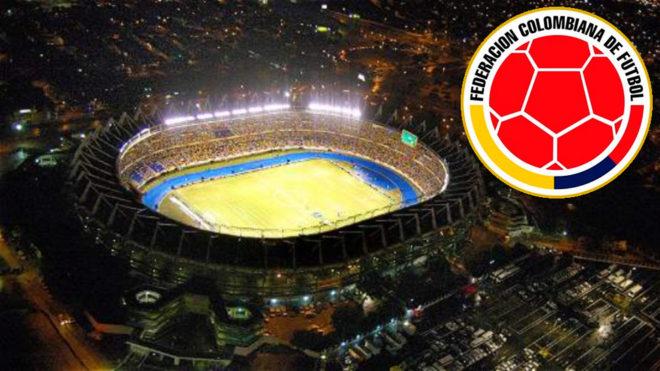 Estadio Metropolitano de Barranquilla, de noche y durante un partido...