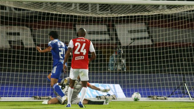 Acción del gol de Juan Carlos Pereira.