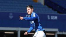 James celebra su primer gol con el Everton