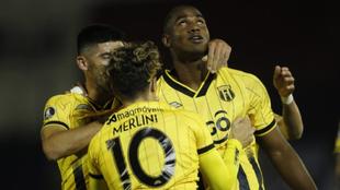 Jhohan Romaña  celebra su gol en la victoria de Guaraní 1-3 sobre...
