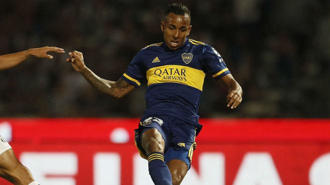 Villa, durante un partido con Boca Juniors