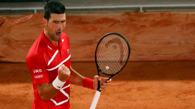 Djokovic celebra un punto durante su partido ante Khachanov