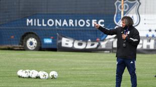 Alberto Gamero, en un entrenamiento de Millonarios.