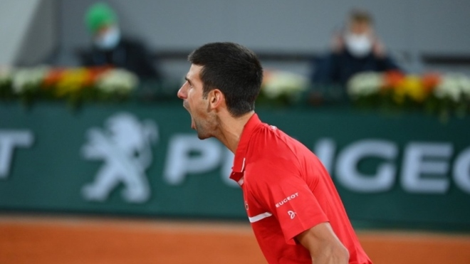 Djokovic festeja su paso a la final del Roland Garros.