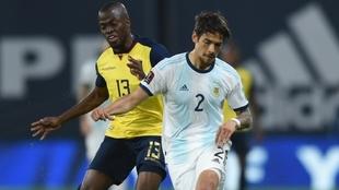 Lucas Martínez Quarta durante el partido de Eliminatorias frente a...