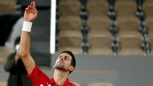 Novak Djokovic celebra su paso a la final de Roland Garros.