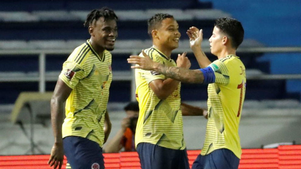 Duván, Muriel y James celebran uno de los goles en la victoria ante...