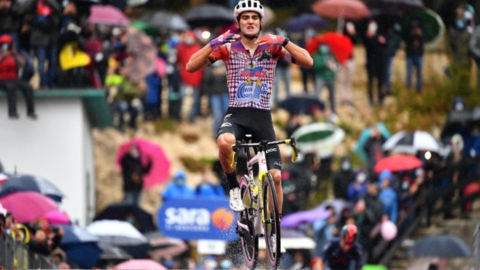 La felicidad del portugués en un etapa pasada por lluvia