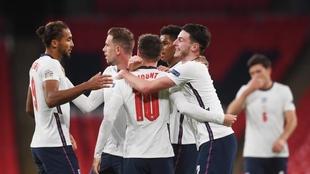 El festejo de los ingleses tras sumar los tres puntos.