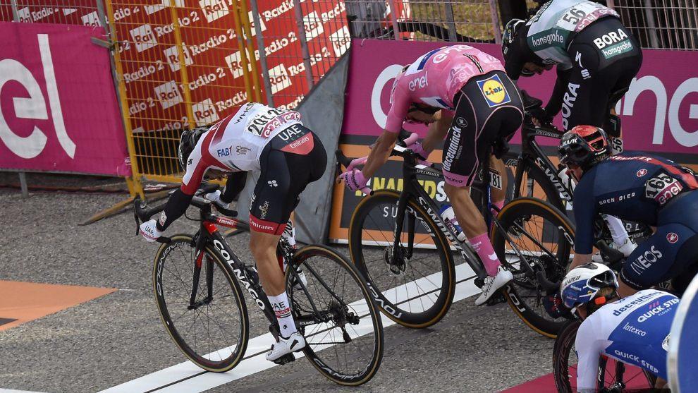 Un sprint final en el Giro de Italia 2020.