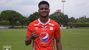 Llega de Binacional de Perú, el último campeón de ese país.