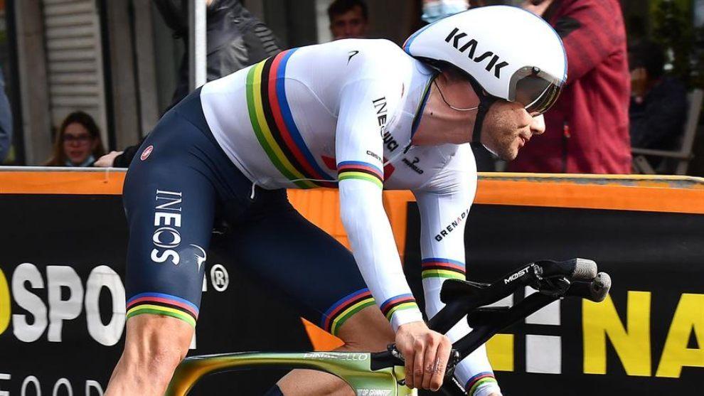 Filippo Ganna, durante la contrarreloj de la etapa 14.
