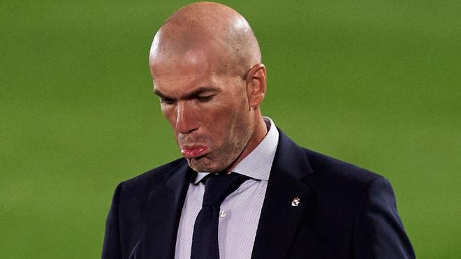 Zidane, durante el juego ante el Cádiz.