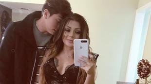 Sebastián Salazar y su novia, Marbelle.