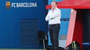 Ronald Koeman, durante un partido con el Barcelona