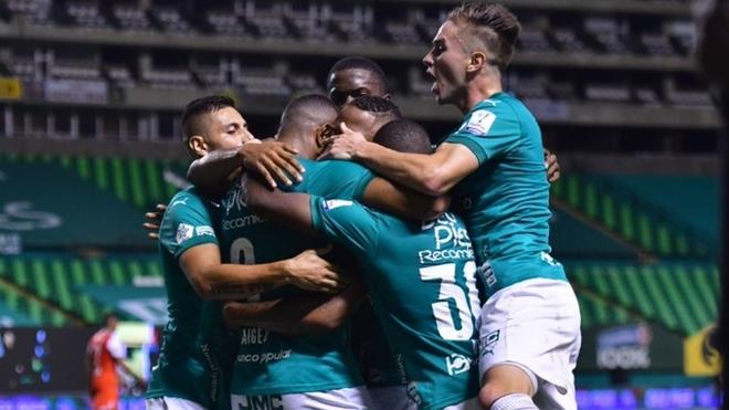 Victoria del Deportivo Cali sobre Independiente Santa Fe.