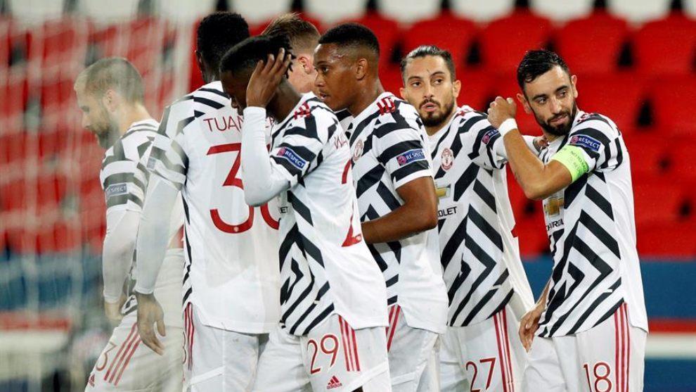Jugadores del Manchester United celebran un gol en la visita al PSG.