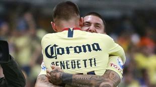 Benedetti y Castillo se abrazan en un partido de América de México