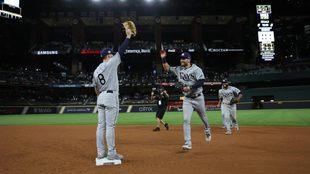 Jugadores de los Tampa Rays celebran el triunfo.
