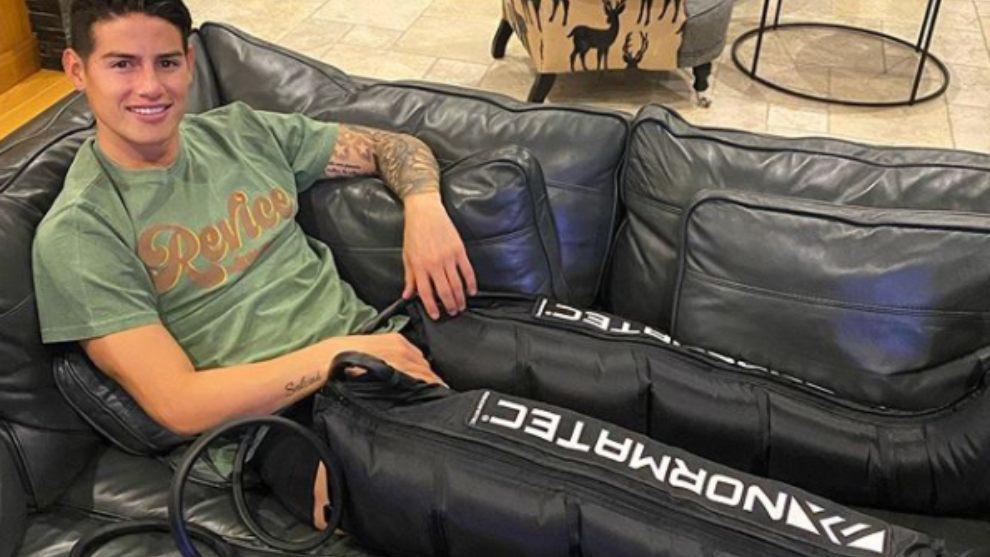 James Rodríguez con la máquina para su pronta recuperación.