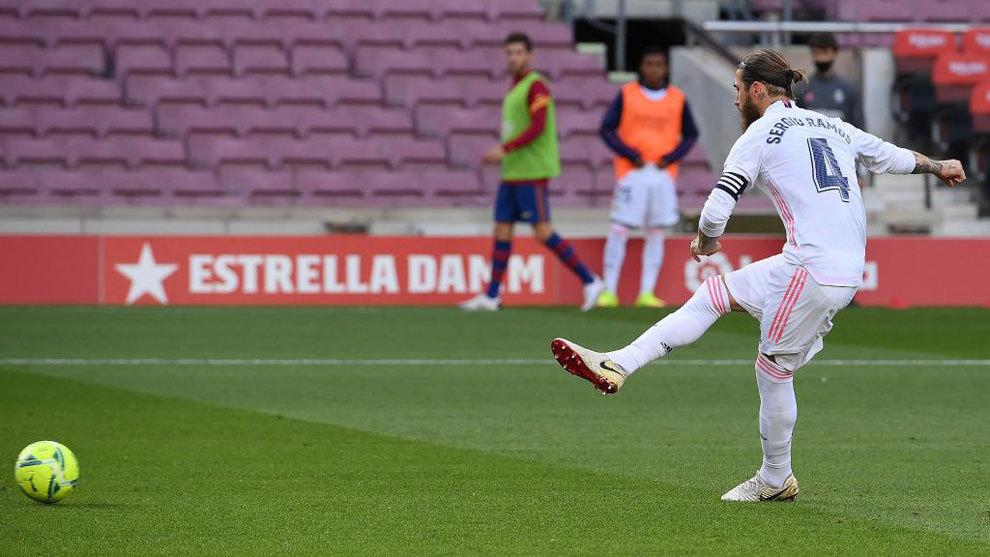 Sergio Ramos, en el momento de lanzar el penalti
