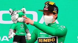 Roglic es líder de la Vuelta y además porta el maillot de la...