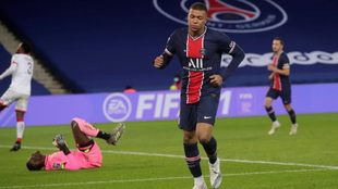 Mbappé celebra un gol contra el Dijon.