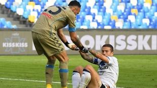 El portero colombiano Ospina, suplente en el partido del Napoli contra...