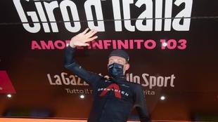 La felicidad tras ganar el Giro de Italia y darle una alegría al...